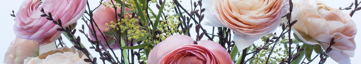 Imagen de un ramo de flores, en representación de cuando se va a visitar a un enfermo