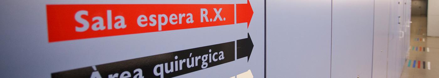 Imagen de unas señalizaciones en el Hospital de Sabadell para hacerse diferentes pruebas